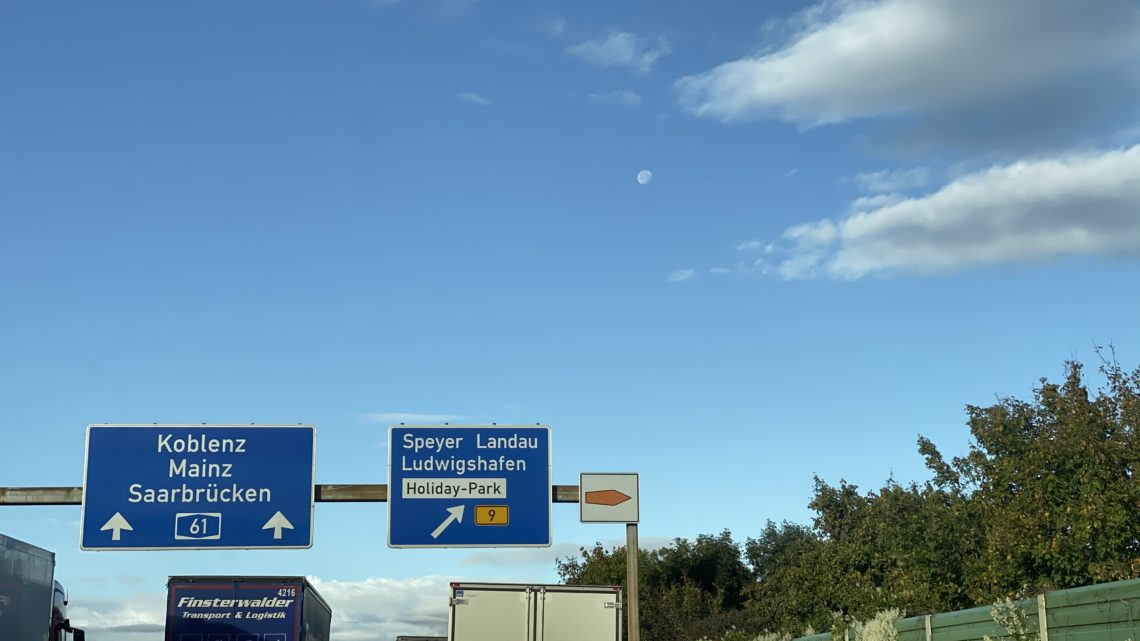 Es geht noch SCHLIMMER 17.10.2019 es ist 9.00 Uhr Stau A 61 von Hockenheim bis Abfahrt Speyer.