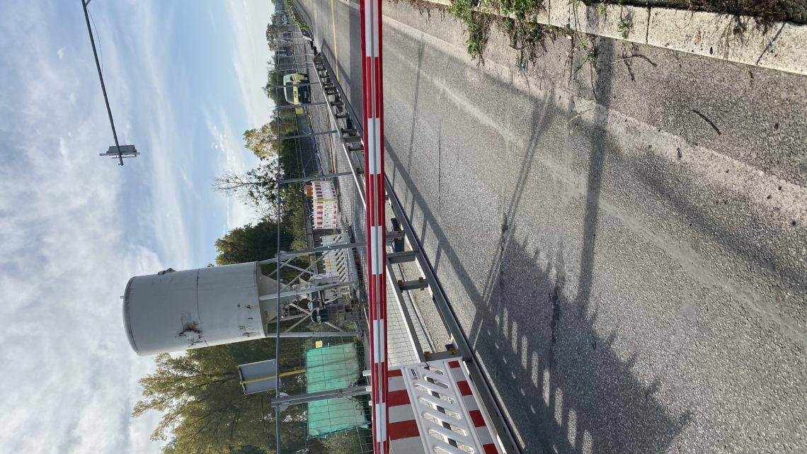 24.10.2019 es ist 11:30 Uhr es sind 8 Arbeiter zu sehen. Gestern Stau von Talhaus bis Auffahrt Autobahn A 61 dann bis Speyer Ausfahrt.