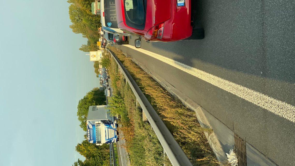 15.10.2019 es ist 8,45 auf der A61 auch Stau B9 Aufahrt Autobahn