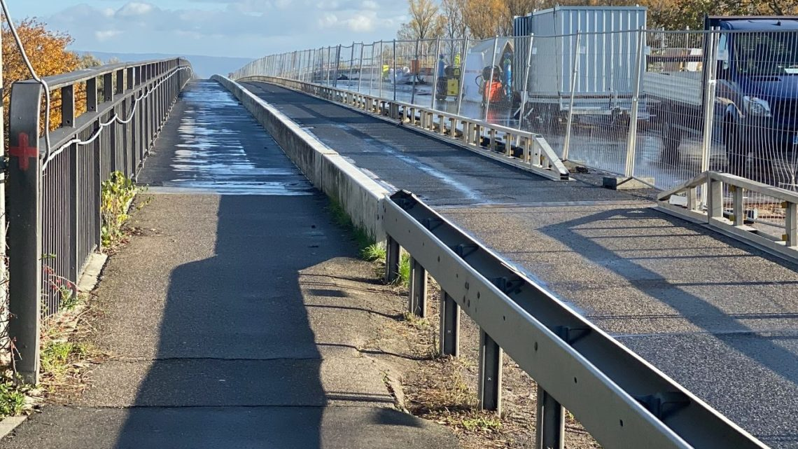 12.11.2019 es ist 10,30 Uhr das schönste Wetter Salierbrücke wir vermissen dich ! 4 Mann am Arbeiten Pfälzer Seite Baden 3 Mann.