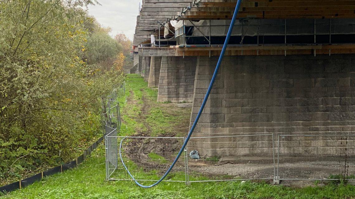 26.11.2019 ca 14,32 unter der Brücke kein Baulärm nix.