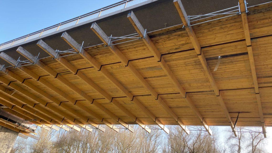Mittwoch der 15.01.2020 6Mann am Arbeiten unter der Brücke keine Bohrungen keine Schweissarbeiten es ist 15 Grad