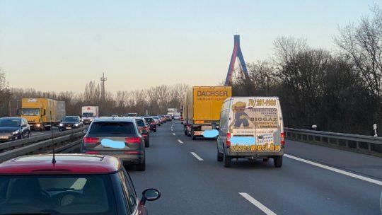 05.02.2020 es ist 08,15 Uhr Hohes Verkehrsaufkommen kein Unfall 8 Arbeiter sind gekommen in Genua sind es 342 mehr in 4 Wochen Eröffnung