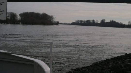 Vom Ufer aus Salierbrücke bei 18 Grad man könnte Arbeiten.