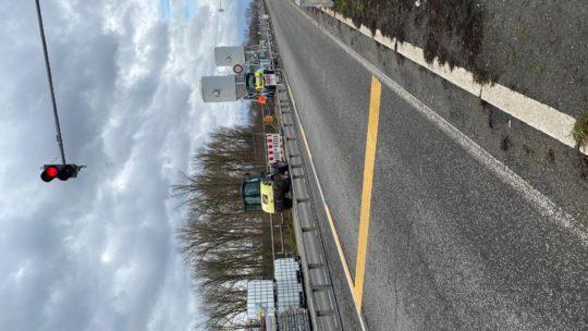 04.02.2020 es ist 11,05 UHR  es sind 6 Mann am Betonieren 2 unter der Brücke 1 Bohrt einer Schweißt. Putin hat in 4 Jahre für 19 KM Brücke gebraucht.